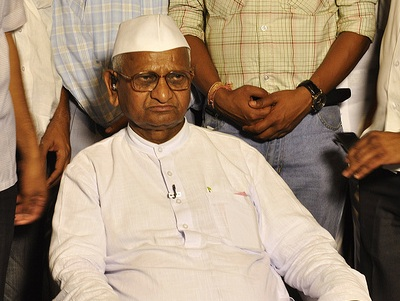 "Anna Hazare's ""India Against Corruption"" are registering Mumbai autorickshaw complaints on 9869089898 or sitibajao.com"