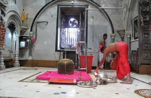 Shiv Linga at Mumbai's Babulnath Temple dates back to 12th Century.