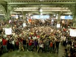 Flash Mob Dance to Rang De Basanti at Mumbai VT (CST) Station – Video and Photos