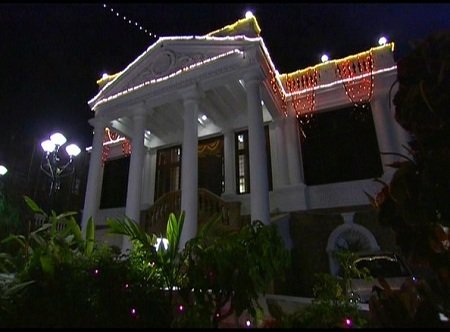 ShahRukh Khan's Mannat at night.