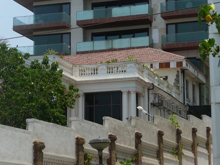 "Closer look from outside of SRK's Bungalow, ""Mannat"""