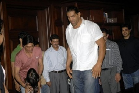 Photo of the Great Khali at Shahrukh Khan's house, Mannat, Mumbai