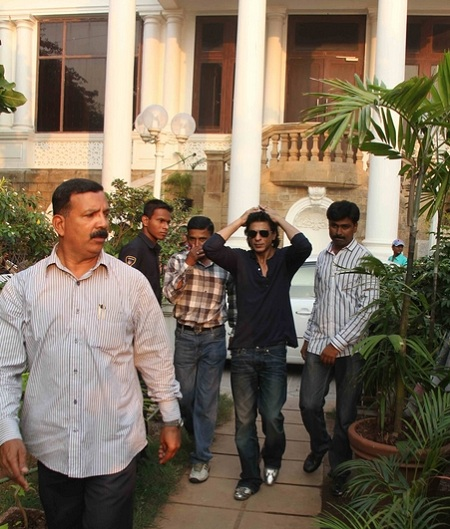 Photo of Shahrukh Khan in the compound of his house, Mannat