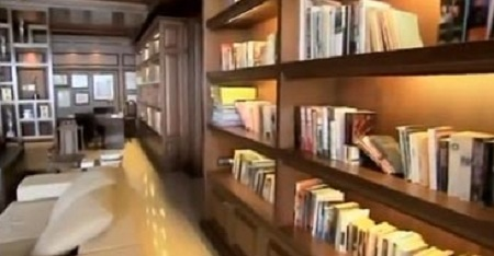 Shahrukh Khan's library at Mannat, Bandstand