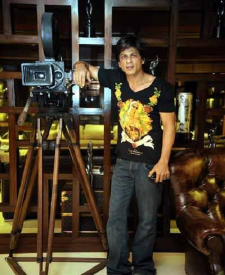 Inside Shahrukh Khan's house. Notice the Filmfare awards.