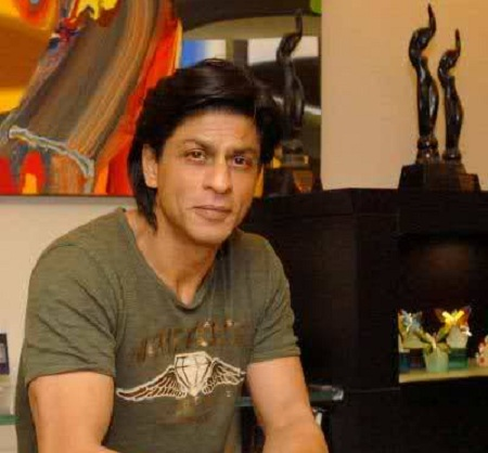 Shahrukh Khan at home in Mannat with his FilmFare awards