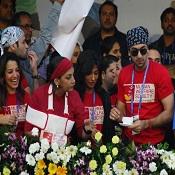 Ranbir Kapoor, Shabana Azmi, Chitrangada, Ronit Roy, Perizad Zorabian at the 2012 Mumbai Marathon 2012.