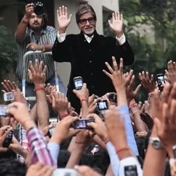 Amitabh Bachan greeting fans on Sunday evening at Jalsa