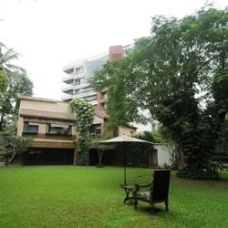 Picture of Amitabh Bachan house and lawn at Pratiksha