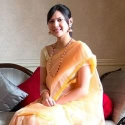 Rochele Rao in a beautiful traditional Indian sari