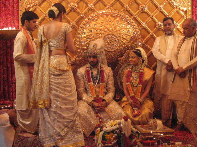 http://wonderfulmumbai.com/wp-content/uploads/2012/04/Aishwarya_Wedding_2.jpg