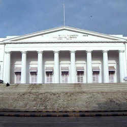 Asiatic Society Library is an important Mumbai landmark that is often seen in Hindi movies