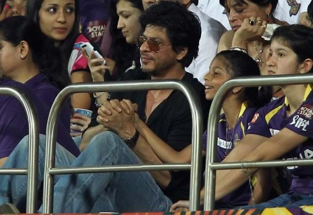 Shahrukh Khan with daughter Suhana and sister Shehnaz at the final of IPL 2012.