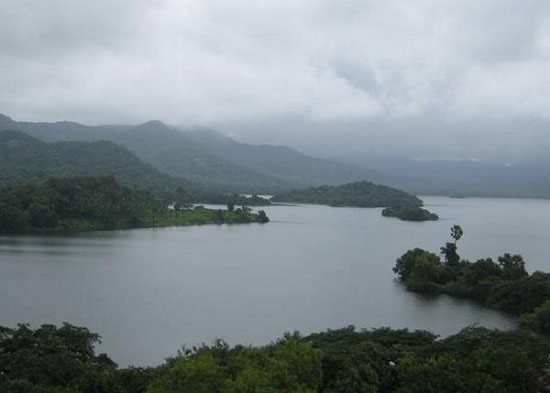 Upper Vaitarana, Modak Sagar, Tulsi Lake, Bhatsa Lake, Tansa Lake and Vihar Lake supply water to Mumbai