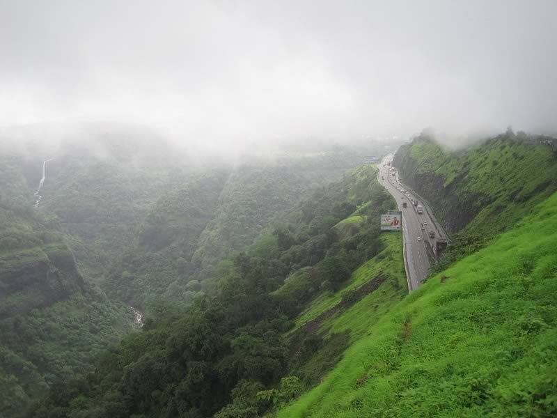 Picture of Mumbai Pune Expressway during the rainy season