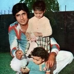Young Amitabh Bachchan with Shweta and Abhishek when they were small children
