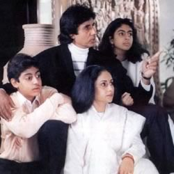 Potrait of Bachchan family (Amitabh, Jaya, Abhishek, Shweta) at their home, Pratiksha