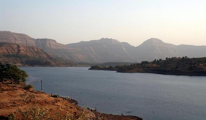 Bhandardara is a Hill Station with a lake near Mumbai, Nashik and Pune.