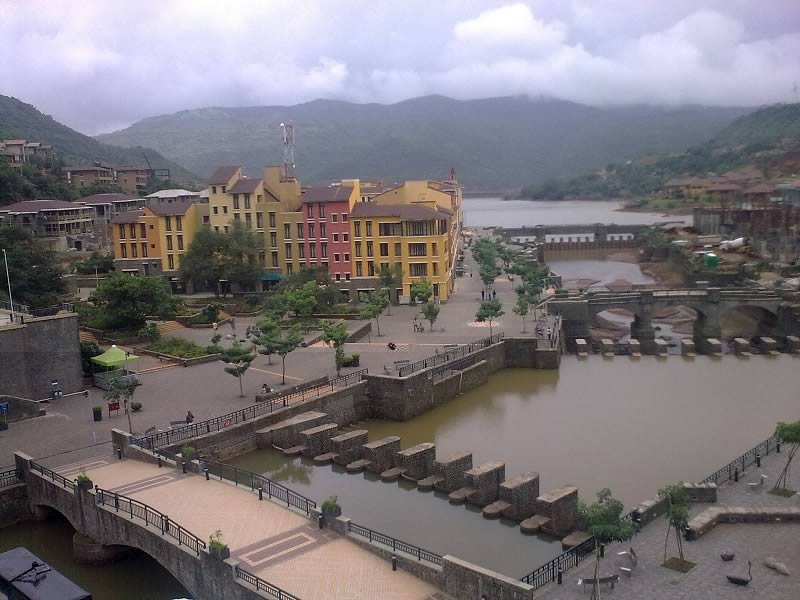 Picture of beautiful buildings, lakes in Lavasa Hill Station Near Mumbai and Pune.
