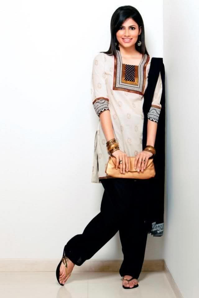 Vanya Mishra, 2012 Femina Miss India, in a traditional Indian Salwar Dress