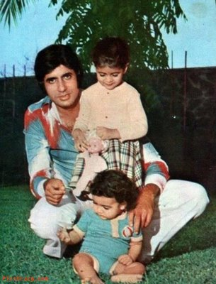 Amitabh Bachchan With Baby Shweta and young Abhishek on Prateeksha lawn