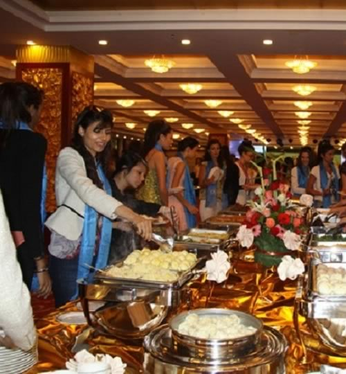 Vanya Mishra (Miss India), enjoying the local cuisine in China during 2012 Miss World