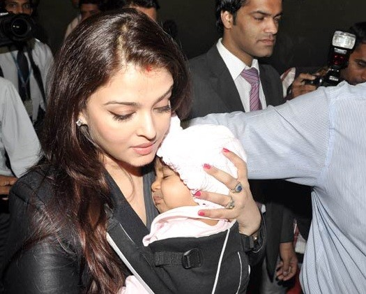 Photo of Aishwarya Rai Bachchan with daughter Aaradhya.