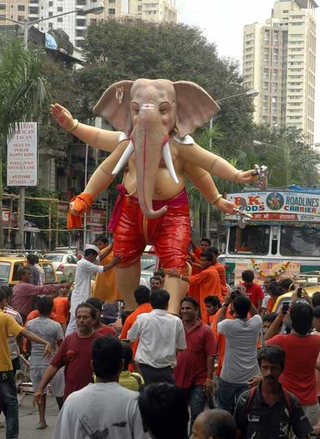 The 2012 Andheri's Teli Galli Ganesh Idol is an unique statue in Mumbai.
