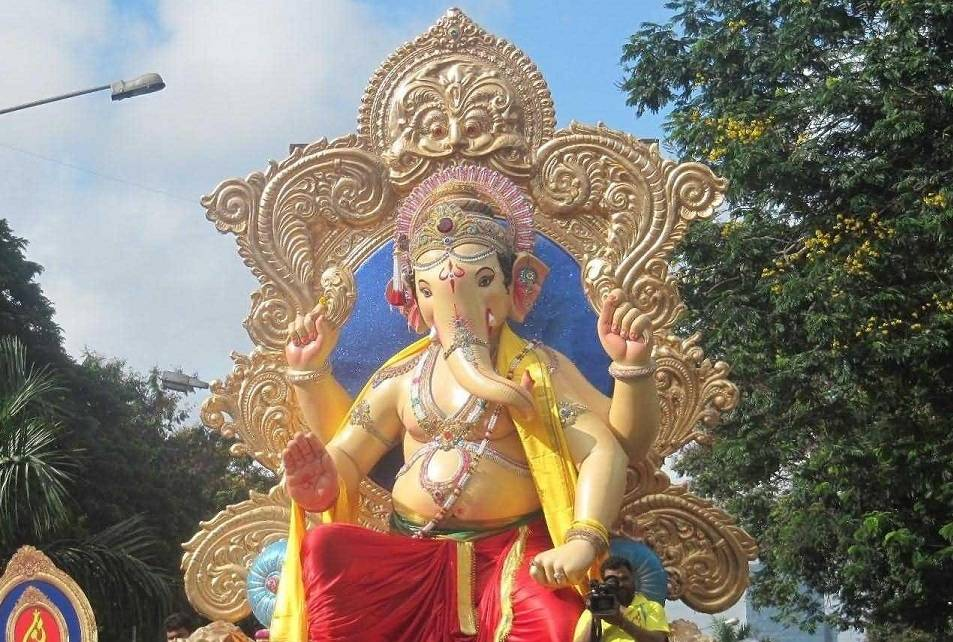 The 2012 Chinchpokli Ganesh is popularly known as Chintamani, the eradicator of tension and worry.