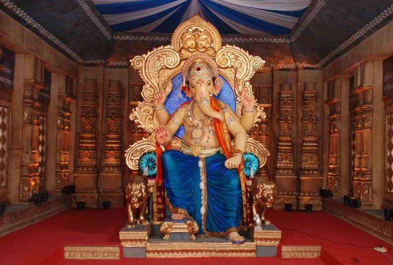 ChinchpokliCha Chintamani Ganesh Mandal is located near Chinchpokli Railway station in Mumbai