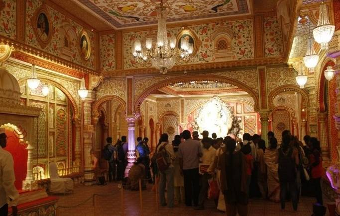 Voted the best Ganesh Mandal / Pandal of 2013, the art director of the Fort Ganpati is Anand Sawant.