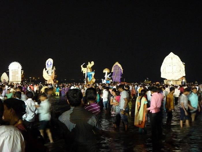 Large Ganesh Idols waiting in line to be immersed in the Arabian sea in Mumbai on last day of Ganpati Chaturthi