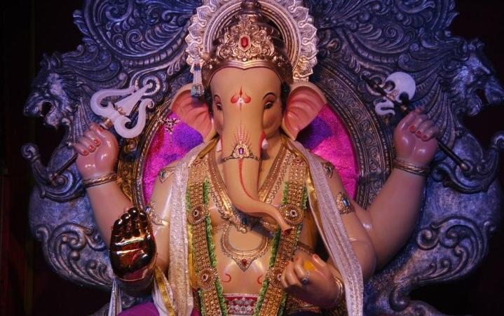"Ganesh Galii Ganapati Idol is called ""Mumbaicha Raja"". Mandal started in 1928."