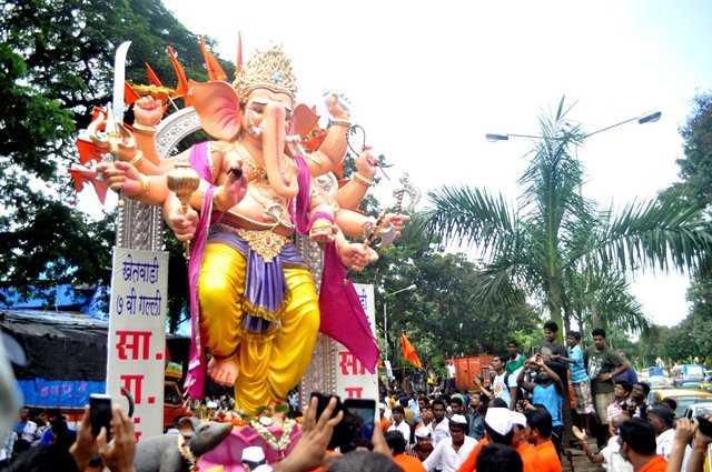 The 10 hand, 7th Lane Khetwadi Ganpati statue was made by Vijay Khatu. This is one of the 2012 landmark statues in Mumbai.