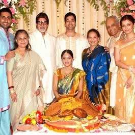 Family Picture of Bachchan and Rai. Aishwarya Rai, her brother Aditya Rai, sister-in-law Shrima Rai, father Krishnaraj, mother Brindya Rai, Abhishek, Jaya, Amitabh Bachchan.