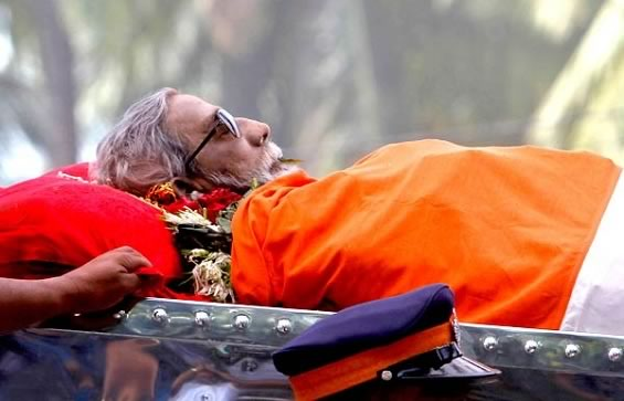 Bal Thackeray was given a state funeral. Uddhav Thackrey lit the cremation pyre.