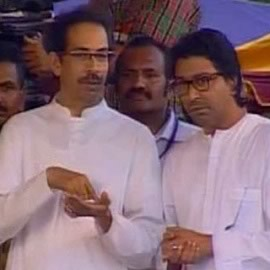 Pic of Uddhav and cousin Raj together at Bal Thackeray's Funeral at Shivaji Park.