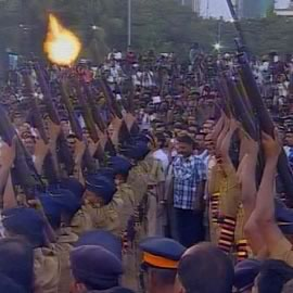 Mumbai police gave a 21 Gun salute to Bal Thackeray at his Funeral. Shiv Sena works look on at Shivaji Park.