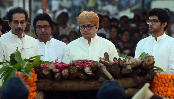 Uddhav with brother Jaidev Thackeray, son Aditya, cousin Raj at Bal Thackeray's Funeral pyre.