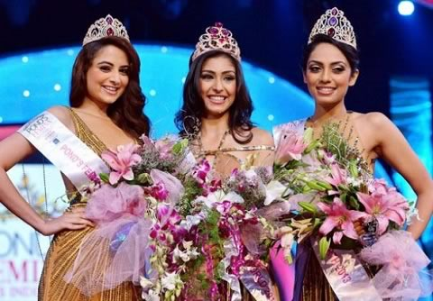 Navneet Kaur Dhillon is Ponds Femina Miss India 2013. Sobhita Dhulipala  is 1st runner-up and Zoya Afroz is 2nd runner-up.