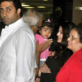 Aaradhya with Grandparents (Krishnaraj Rai, Vrinda) and Parents (Abhishek Bachchan and Aishwarya Rai)