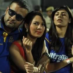 Rochelle Rao at IPL 5 with Miss India, Vanya Mishra, and TV actor, Rohit Roy.