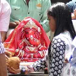 Salman Khan's sister Arpita bring home a Ganpati Idol on Ganesh Chaturti.