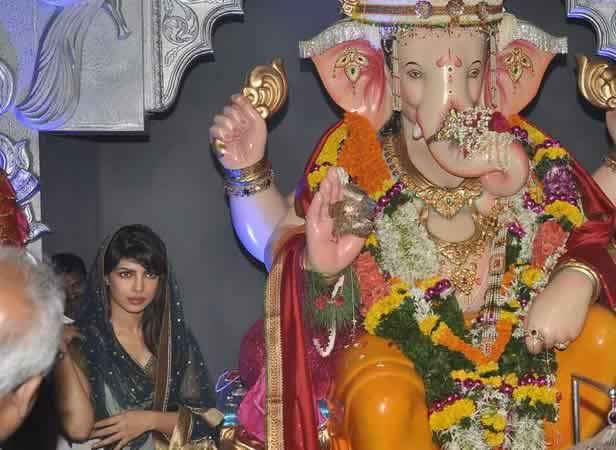 Priyanka Chopra with Navsala Pavnara Andhericha Raja Ganesh Idol.