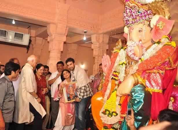 Shilpa Shetty and Raj Kundra pray to AndheriCha Raja Ganpati.