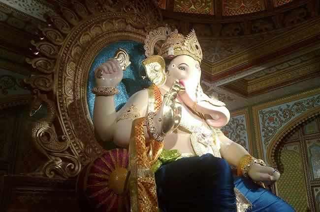 Mumbai Fort's Icchapurti Ganpati idol is designed by Vijay Khatu.