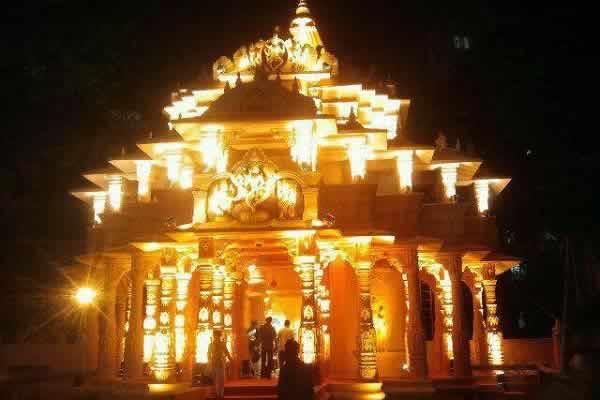 "Ganesh Galli's ""Mumbai Cha Raja"" is in a replica of Somnath Temple of Gujarat."