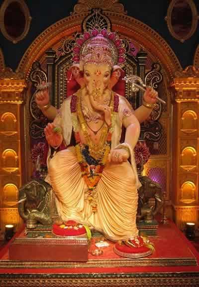 Khetwadi Ganraj Ganesh of Galli 12 is a famous Mumbai Ganpati Idol.