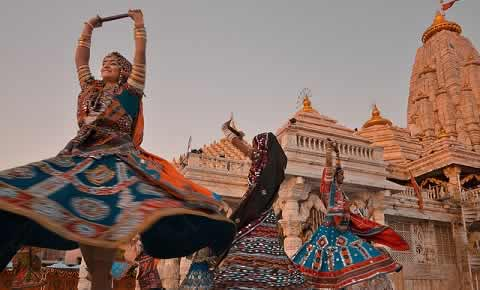 Mumbai Famous and Best locations and singers for Garba and Dandiya