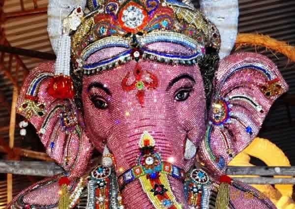 2013 Tulsiwadi Ganesh Idol made up of 300,000 artificial diamonds.